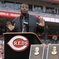 Griffey Jr., Parker, Oester named to Reds' Hall of Fame