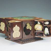 A square curio box with multiple treasures (1736–1795)    | NATIONAL PALACE MUSEUM, TAIPEI