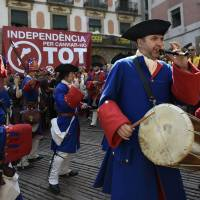 Eying Scotland, Spain Catalans seek secession vote