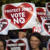 Polls on eve of referendum suggest Scottish independence bid to fall short