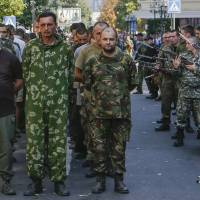 Ukraine, rebels exchange prisoners in peace deal