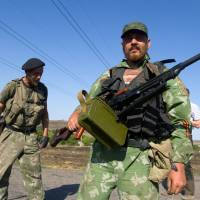 Ukraine, rebels vow to back peace plan, cease-fire