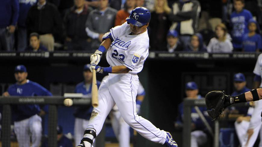 Aoki's four hits spark Royals
