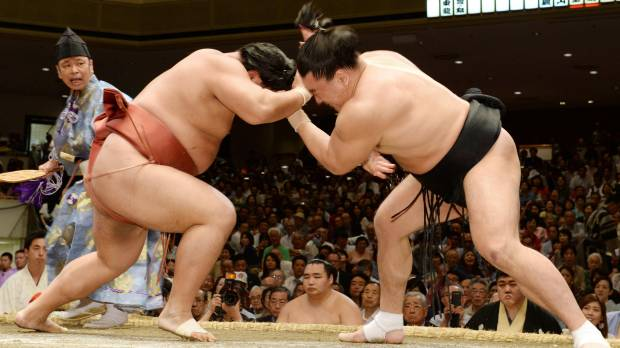 Harumafuji DQs after grabbing fistful of hair