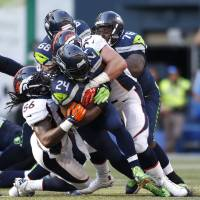Wilson has last laugh as Seahawks hold off Broncos