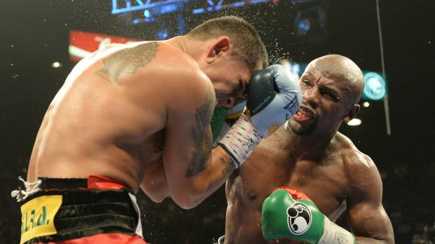 Mayweather stays perfect