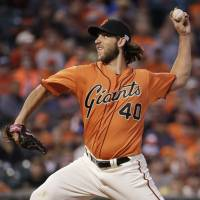 Bumgarner, Giants pummel Dodgers