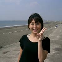 Asuka Kobayashi, Housewife, 27 (Japanese): My favorite Korean food is topogi (spicy rice cakes). I often go to Korean restaurants in Shin-Okubo. Korean music is nice because the dances are cute and the melodies are easy to remember.