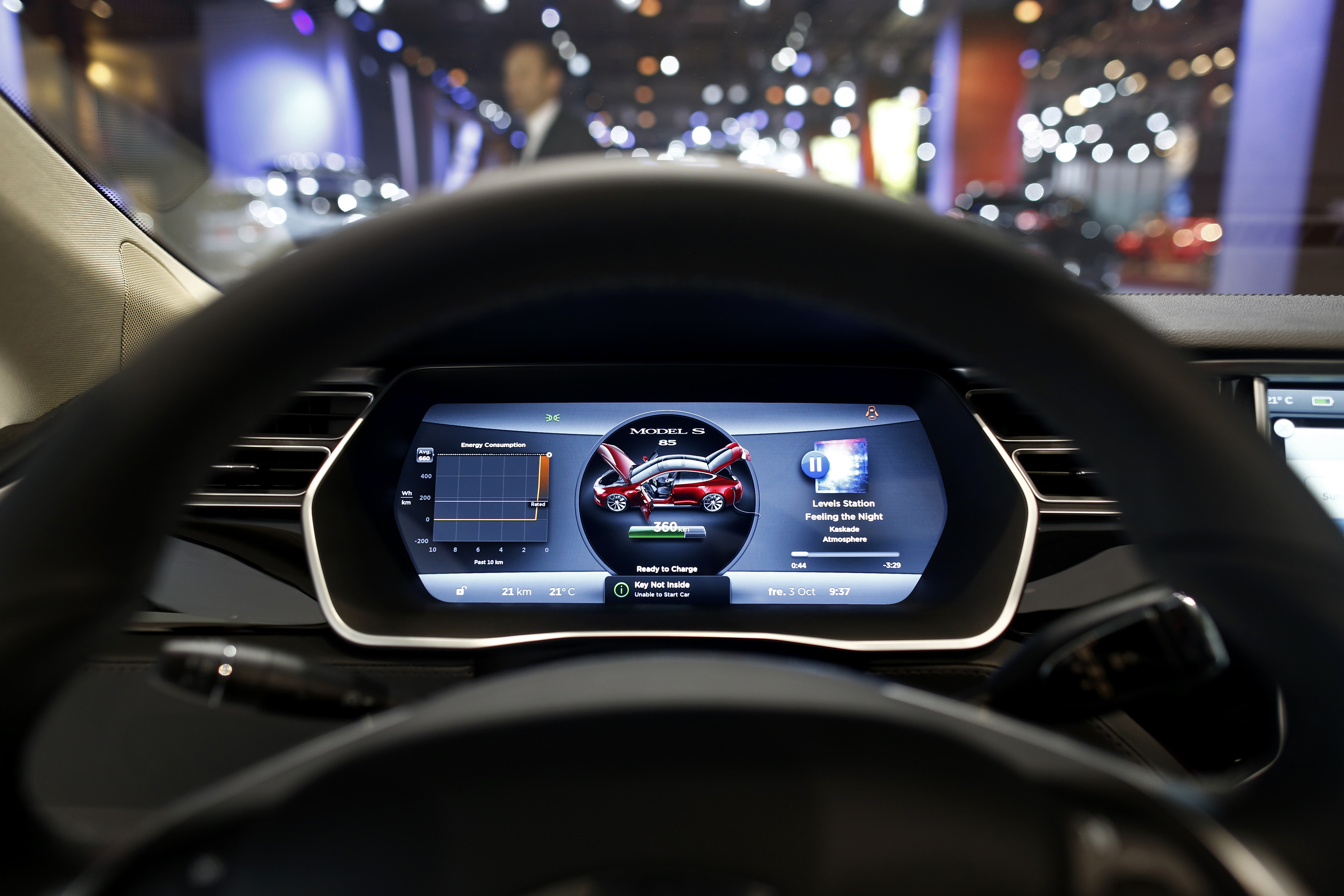 Tesla Reportedly To Unveil Autopilot Cars This Week besides 9 Dash Trim Kit Rhd Audi A3 8l 96 00 5 Door Digital A C likewise Interior further Chevrolet Corvette C4 Convertible 1984 together with 2015audiq7vs2015bmwx6. on audi digital dashboard