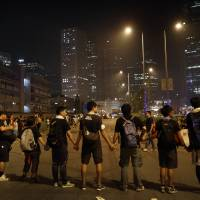 Hong Kong student protesters agree to government talks