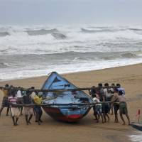 Two die as powerful Cyclone Hudhud lashes east Indian coastal area