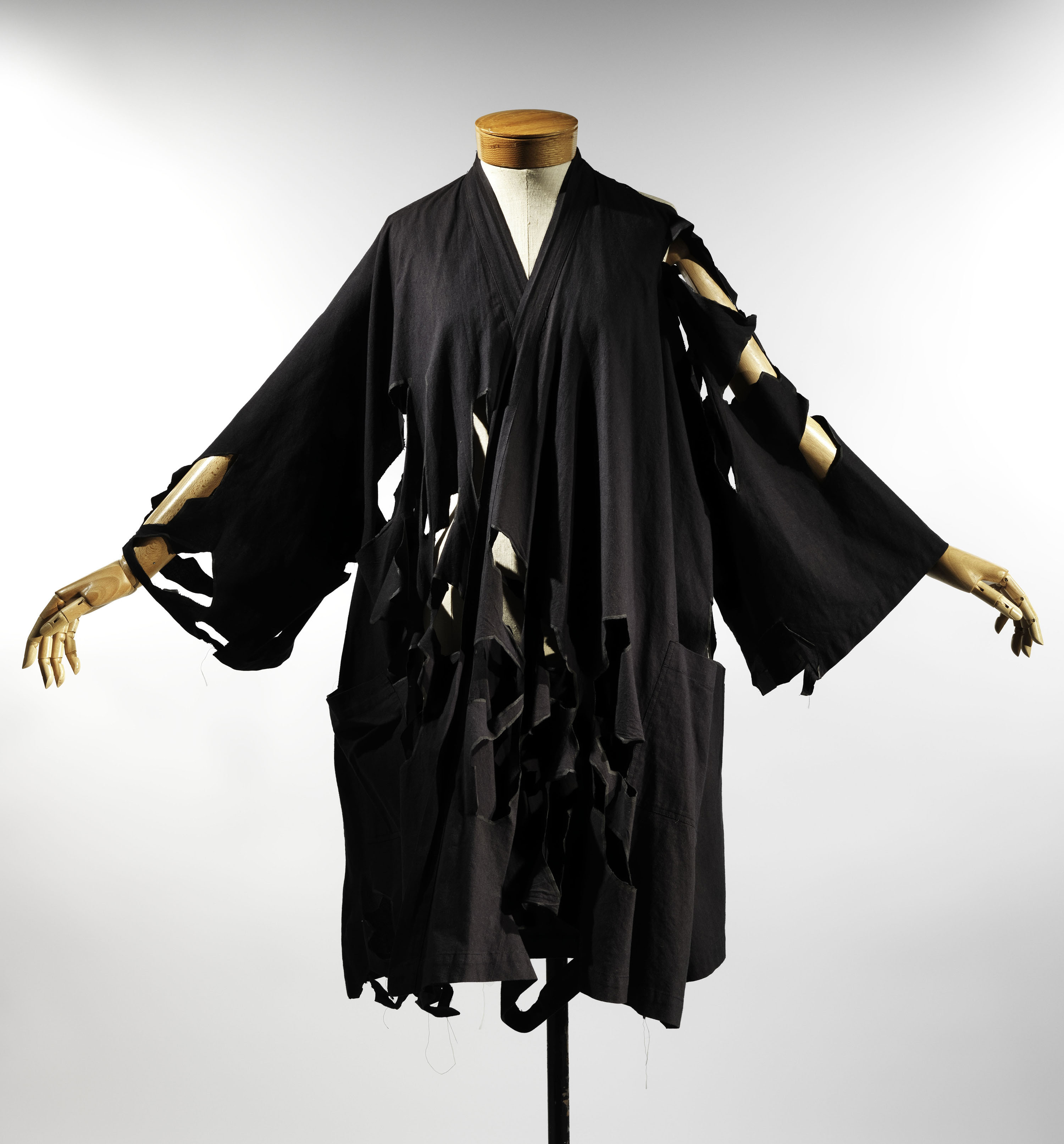 The kimono as an evolving art form met 39 s exhibit in nyc Japanese clothing designers
