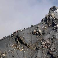 Mount Ontake eruption sparks review of volcano disaster guidelines