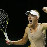 In-shape Wozniacki outlasts Sharapova during WTA Finals