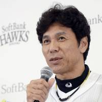 Hawks manager Akiyama won't be in charge next season