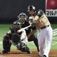 Fighters edge Hawks to force decisive Game 6