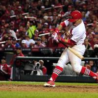 Wong lifts Cards over Giants to tie NLCS