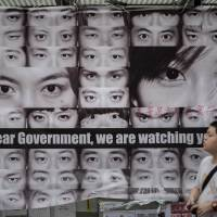Hong Kong protesters told to clear streets or risk arrest