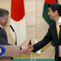 Abe vows ¥2 billion in aid for Jordan for waterworks