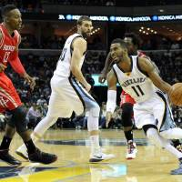 Grizzlies whip rival Rockets