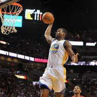 Curry regains touch; Warriors beat Heat