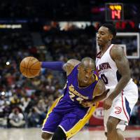 Kobe's big night helps Lakers defeat Hawks