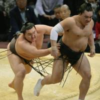 Hakuho remains in control of fate