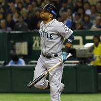 Cano sustains fractured toe, done for series
