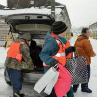 Hakuba quake victims move into temporary housing