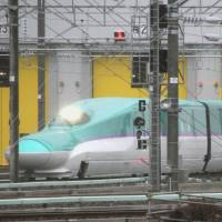 Hokkaido bullet train cars tested ahead of 2016 debut