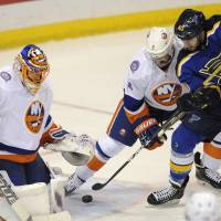 Steen guides Blues to win