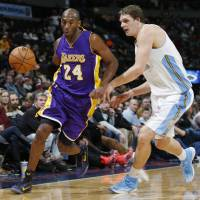 Kobe sparks Lakers to win