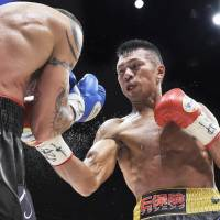 Uchiyama slips back into the groove to defend title