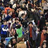 Weak yen draws surge in foreign tourists