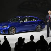 Japan's automakers push luxury, green tech at Detroit motor show