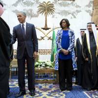 Obama meets new Saudi king, seeks to shore up ties