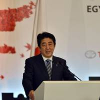 In Egypt, Abe pledges support for Mideast countries battling Islamic State jihadis