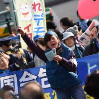 Thousands protest in Tokyo against Futenma move
