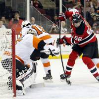 Jagr scores hat trick to set new record as Devils beat Flyers