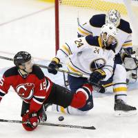Elias hits milestone in Devils win