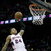 Hawks push winning streak to 18