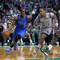 Rondo sizzles in return to Boston