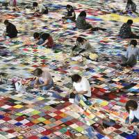 Quake victims' giant blanket gains Guinness record