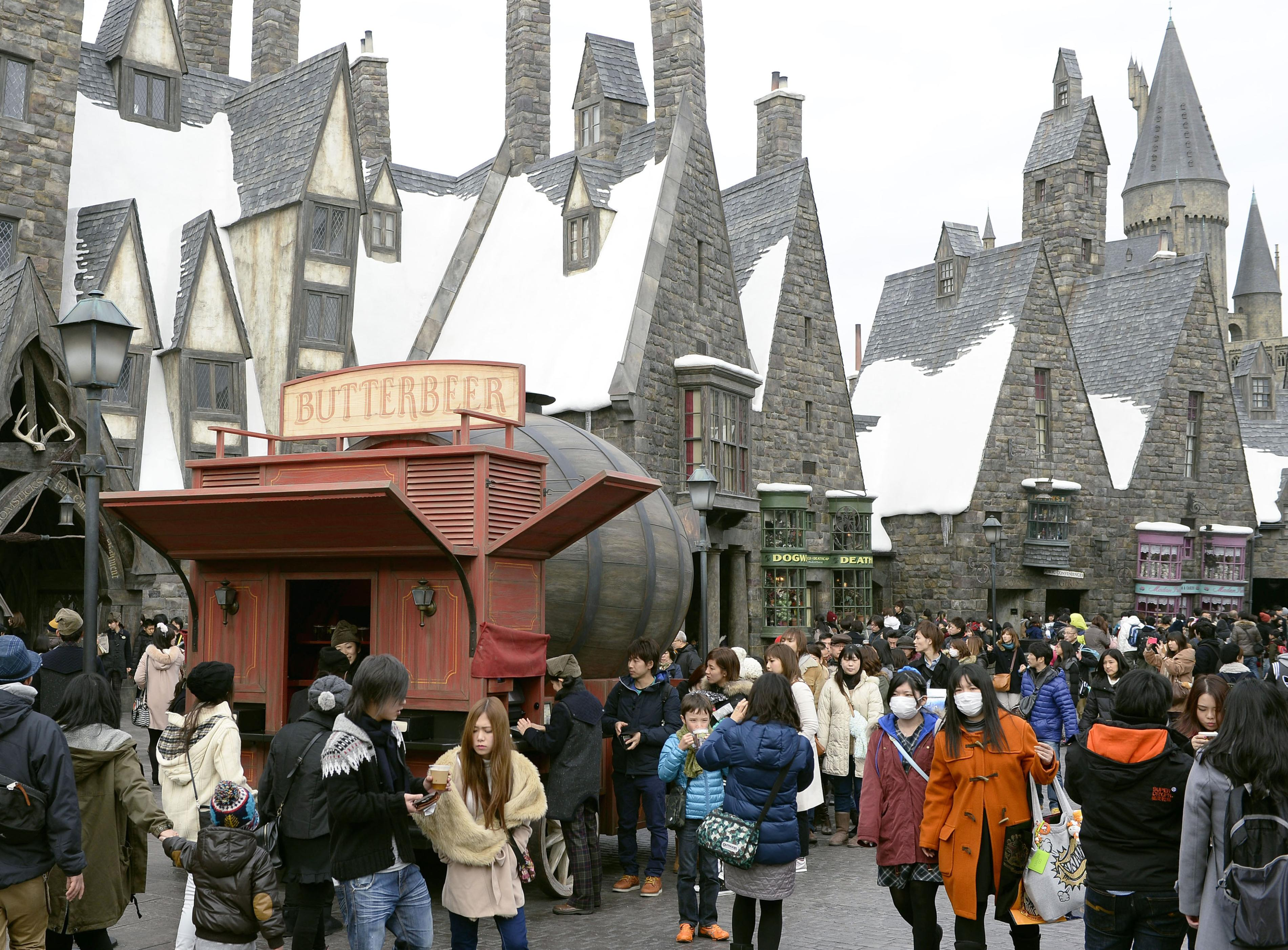 The Wizarding World of Harry Potter area of Universal Studios Japan is ...: www.japantimes.co.jp/news/2015/02/13/national/jr-west-launch-harry...