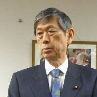 LDP vice president urges Abe to uphold past WWII apologies