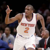 Knicks prevail in ugly game against Lakers