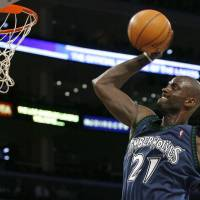 Garnett returns to T-Wolves in trade