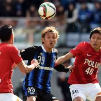Gamba blank Reds to usher in season