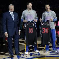 Warriors' Curry, Thompson step out of fathers' shadows