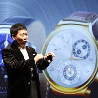 Phone firms, jewelers hoping 2015 is year of smartwatch